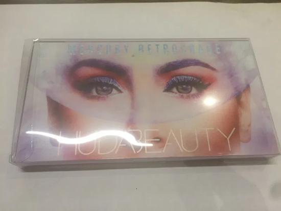 Снимка на Huda Beauty Mercury Retrograde Палитра за сенки за очи 18 нюаса