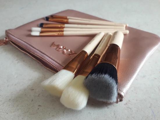 Picture of Сет четки за грим Зоева 8бр с чантичка розова Zoeva brush set