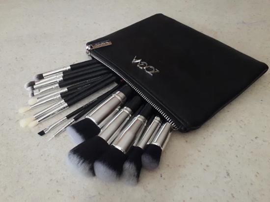 Picture of Сет четки за грим Зоева 15бр с чантичка черно Zoeva brush set