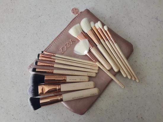 Снимка на Сет четки за грим Зоева 15бр с чантичка розово Zoeva brush set