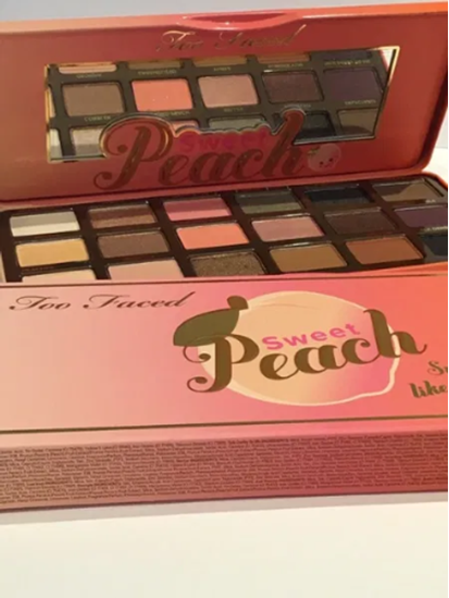 Снимка на TOO FACED sweet peach сенки за очи и лице