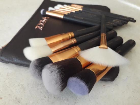 Снимка на Сет четки за грим Зоева 15бр с чантичка кафяво Zoeva brush set