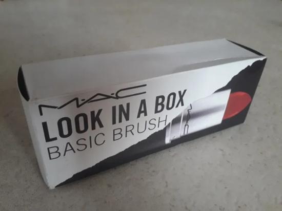 Снимка на Kомплект четки за грим Мак - виж в кутията МАС Look In A Box