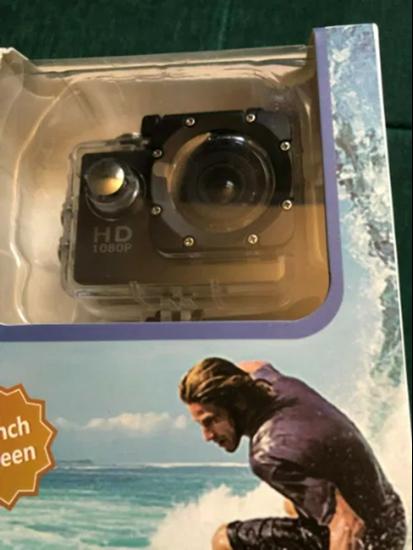 Снимка на Спортна екшън камера 16 МП с предпазен кейс и аксесоари, за подводно снимане
